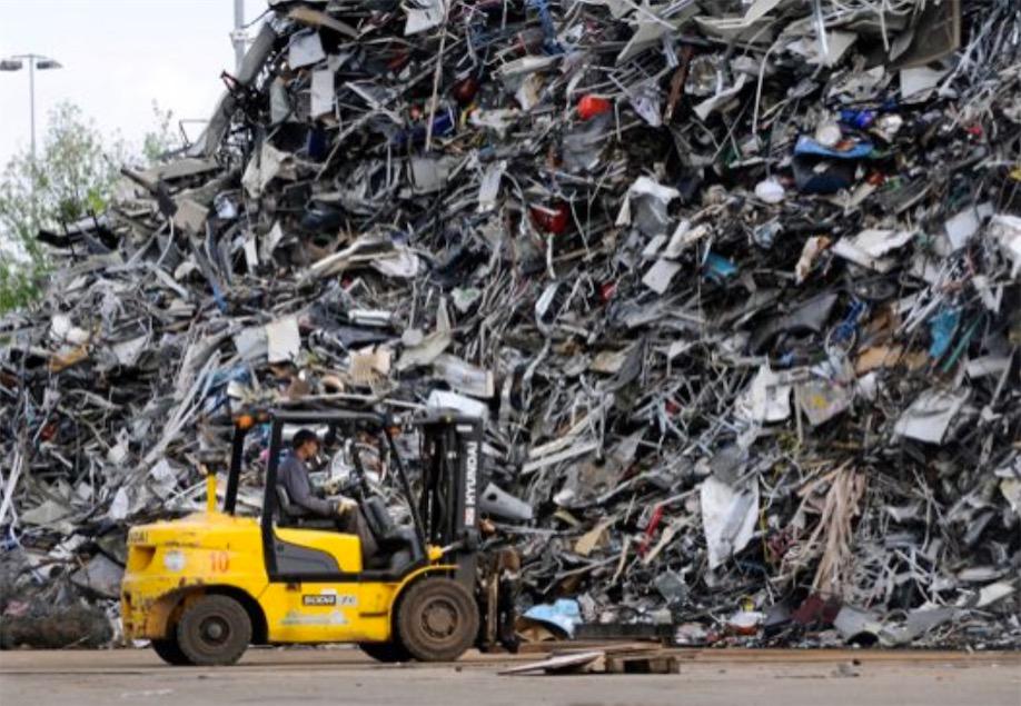 Bij Delfzijl verrijst nieuwe fabriek voor hergebruik vervuild staalschroot